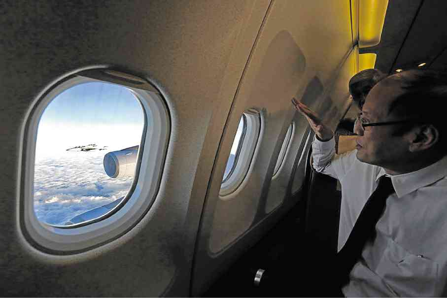 NEW ESCORTS From his plane seat, President Aquino watches two jets escorting the presidential aircraft as it enters Philippine territory on his return  from the United States on  Friday. The two FA-50 trainer jets are among a dozen the country acquired from South Korea to modernize its air force.  MALACAÑANG PHOTO BUREAU